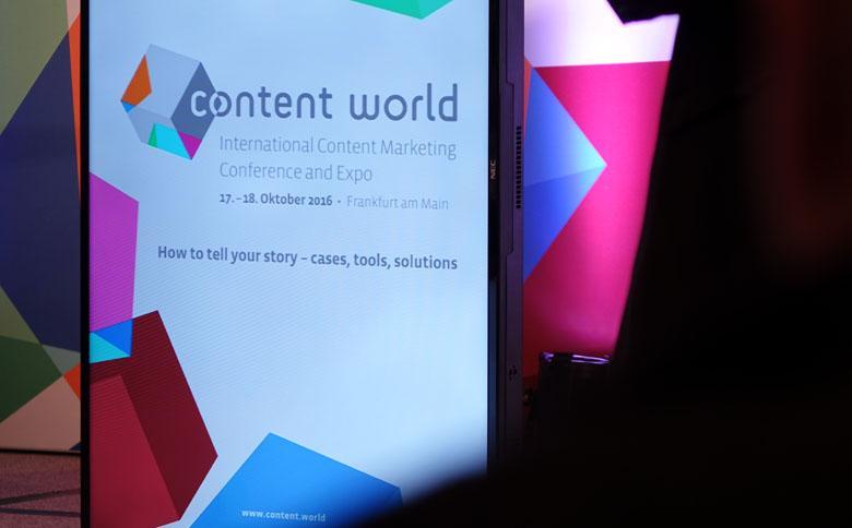 Pult auf der Bühne der Content World