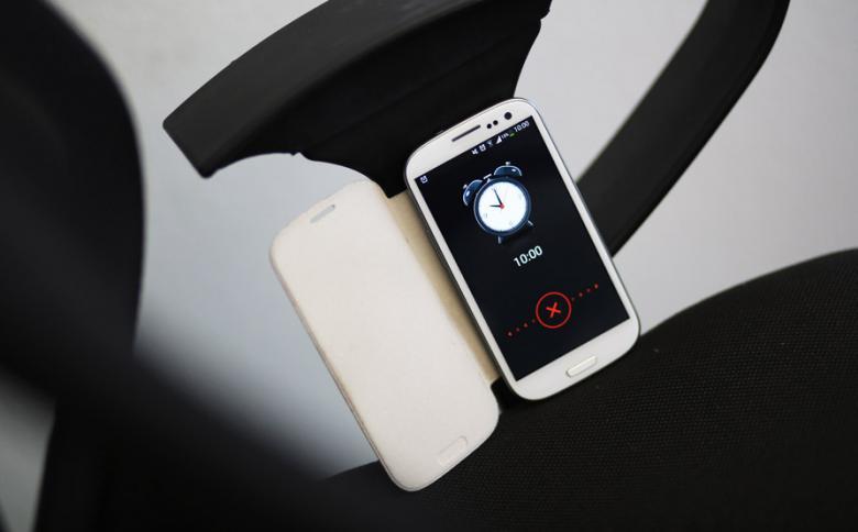 Smartphone mit Uhrzeit
