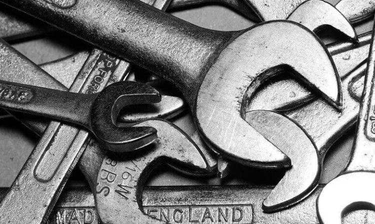 Nahaufnahme einer Sammlung von Schraubenschlüsseln, Headerbild für Autorentools