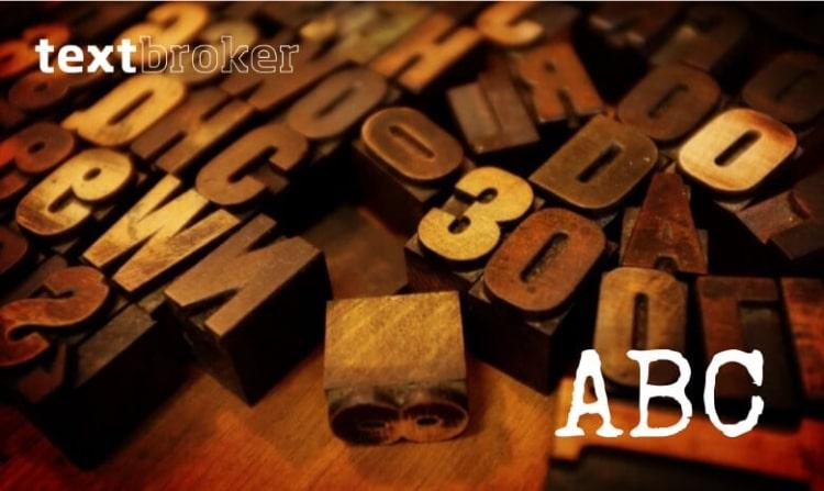 Textbroker ABC Header (Farbfoto von Stempeln aus dem Buchdruck)