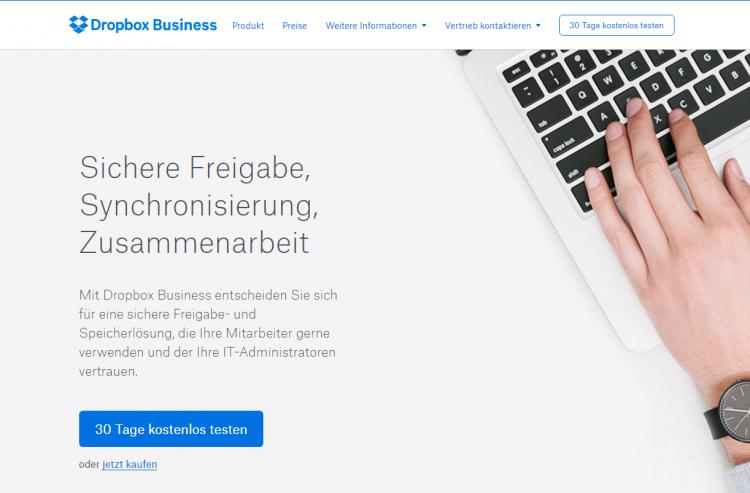 Bühne einer Website mit einer Hand auf einem Laptop