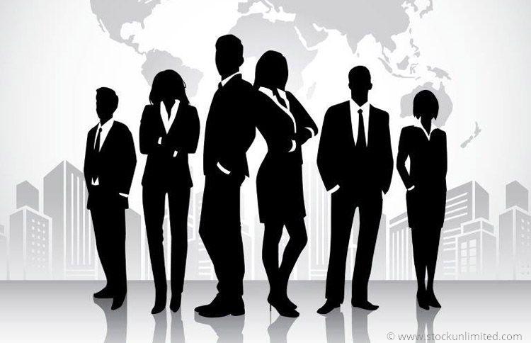 Angestellte vor Weltkarte