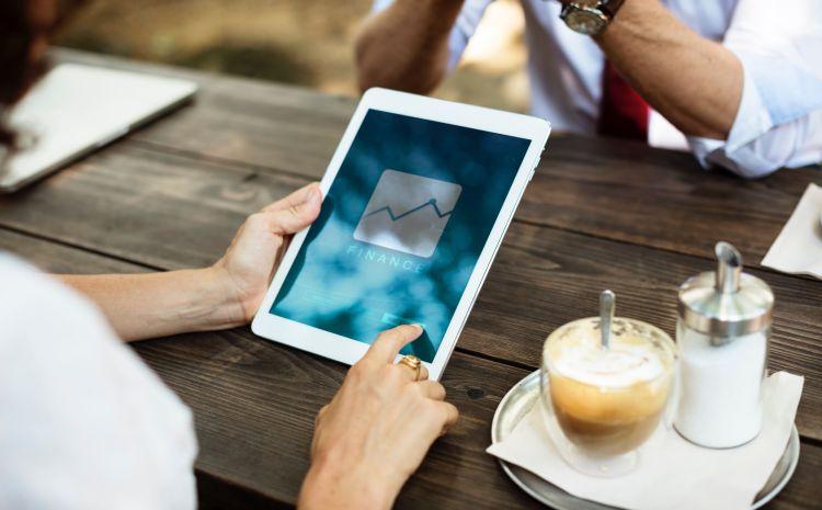 iPad mit Bildschirmaufschrift Finance