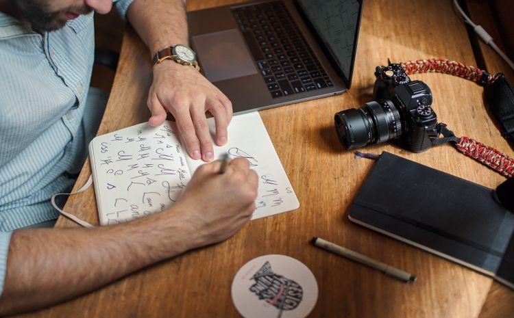 Notebook mit Marken-Zeichnungen