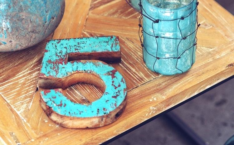 Zahl Fünf aus Holz