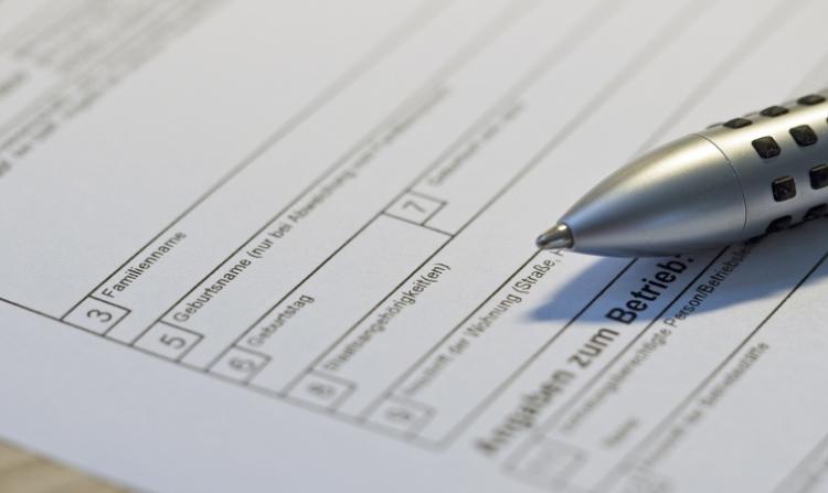 Beitragsbild Steuern für Freelancer: Nahaufnahme eines Steuererklärungsbogens