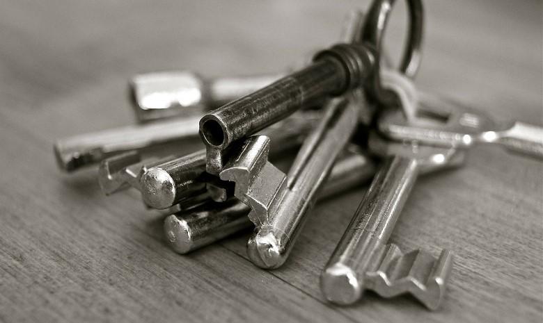 Schwarz-Weiß-Foto eines Schlüsselbunds