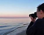 Autprin des Monats März 2020: Die Autorin mit Kamera am Strand